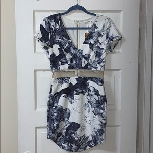 Fitted dress with cut out
